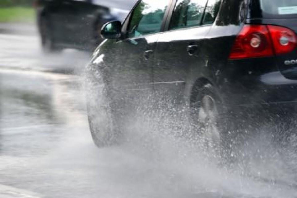 Oprezno zbog mokrih i klizavih puteva
