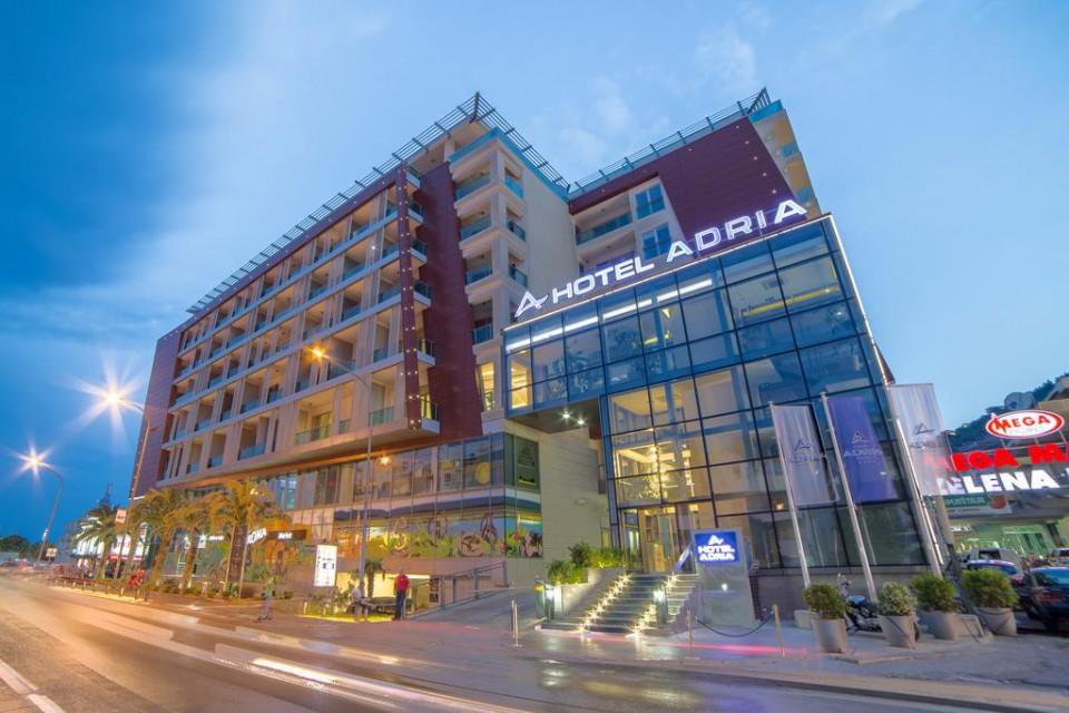 Zajednička izložba slika 25 autora u hotelu Adria
