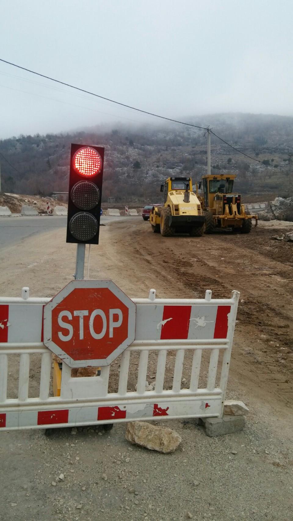 Potpuna obustava saobraćaja na putu Cetinje - Budva