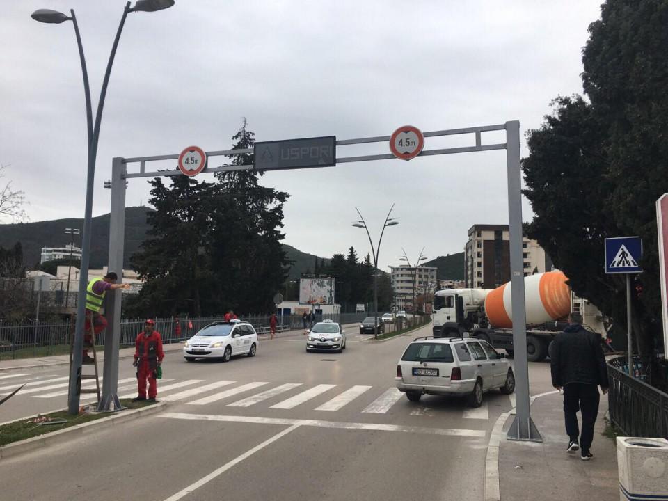 VIDEO Na bulevaru postavljeno upozorenje vozačima da uspore