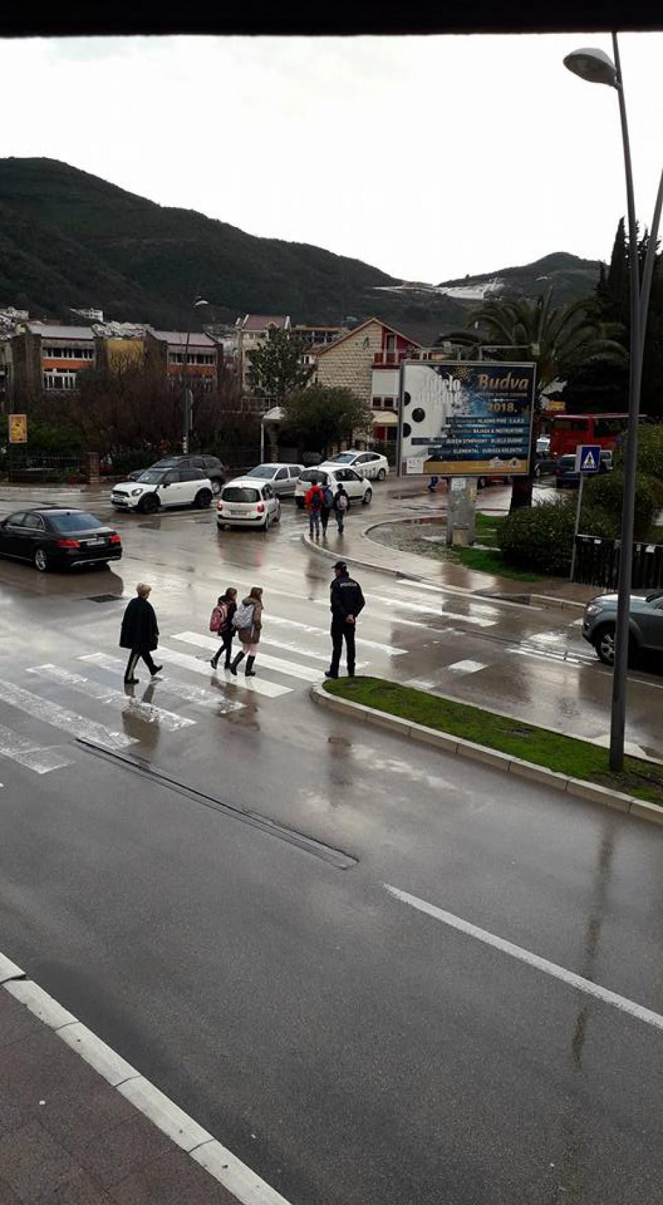 Policajci prioriteno kontrolišu zone škola i vrtića u Budvi i Petrovcu