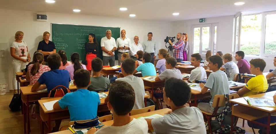 Rotary klub Budva uručio donaciju OŠ
